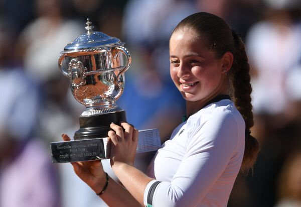 Победительница Открытого чемпионата Франции по теннису в женском одиночном разряде Елена Остапенко - Sputnik Латвия