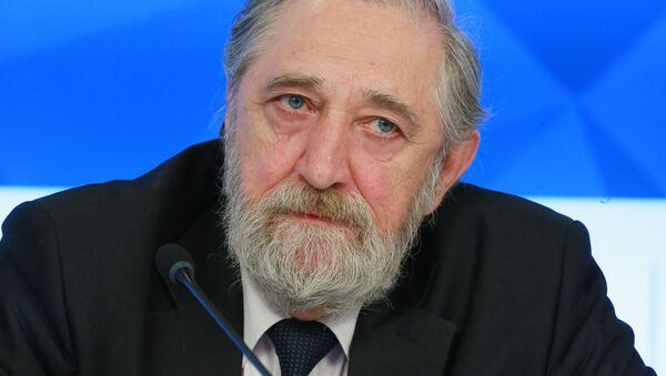 Старший научный сотрудник Института мировой экономики и международных отношений РАН Виктор Надеин-Раевский - Sputnik Латвия