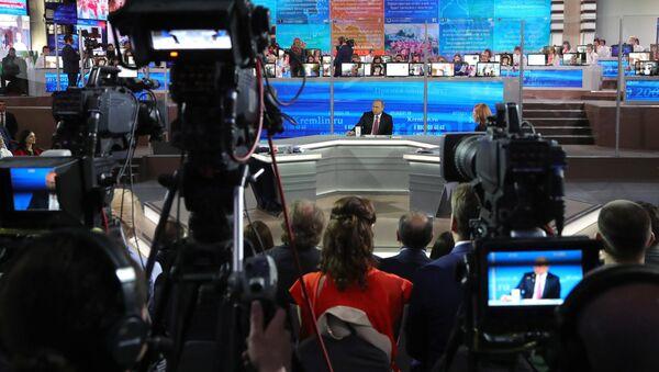 Прямая линия с президентом РФ В. Путиным - Sputnik Латвия