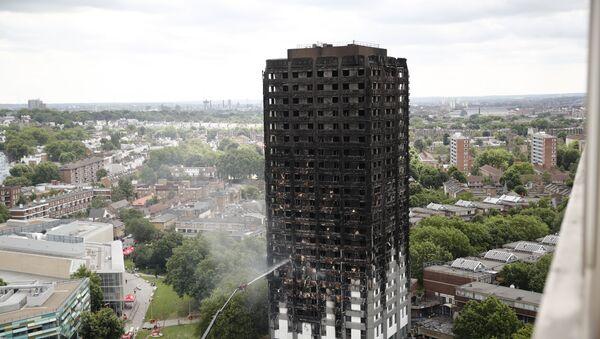Сгоревший многоэтажный дом в Лондоне - Sputnik Латвия