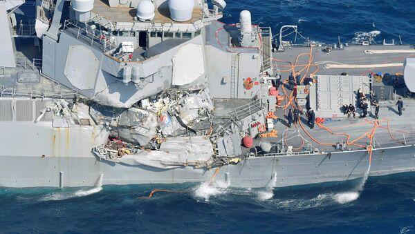 Eskadras kuģa Fitzgerald applūdušajā daļā atrasti pazudušo jūrnieku līķi - Sputnik Latvija