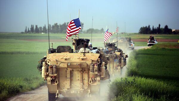 ASV militārā tehnika pie Darbasijas ciema Sīrijā - Sputnik Latvija