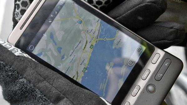 Google maps на экране мобильного телефона - Sputnik Латвия