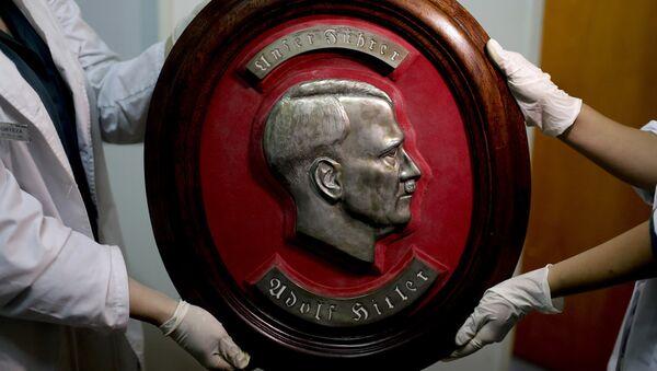 Недалеко от Буэнос-Айреса полиция Аргентины обнаружила большую коллекцию нацистских артефактов - Sputnik Латвия