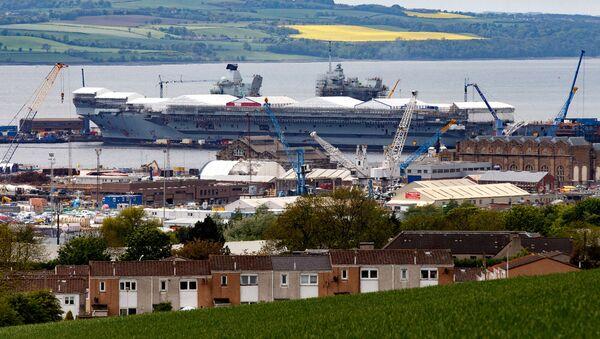 Lielākais Lielbritānijas Jūras militāro spēku kuģis karaliene Elizabete Pirmaja - Sputnik Latvija
