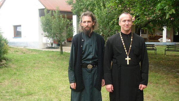 Konstantins Burikins (no labās) braucienā pa Grieķiju - Sputnik Latvija