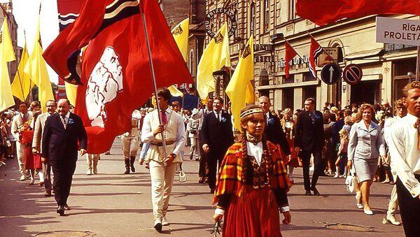 Праздник песни на улице Ленина в Риге, 1973 год - Sputnik Latvija