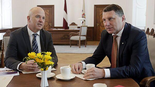 Valsts prezidents Raimonds Vējonis, tiekoties ar Eiropas Padomes (EP) Cilvēktiesību komisāru Nilu Muižnieku - Sputnik Latvija