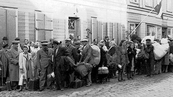 Беженцы, не успевшие эвакуироваться и возвращенные пятой колонной в оккупированную Ригу. Июль 1941 года - Sputnik Латвия