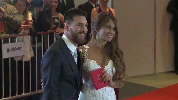 Лионель Месси с невестой Антонеллой Рокуццо в день свадьбы - Sputnik Латвия