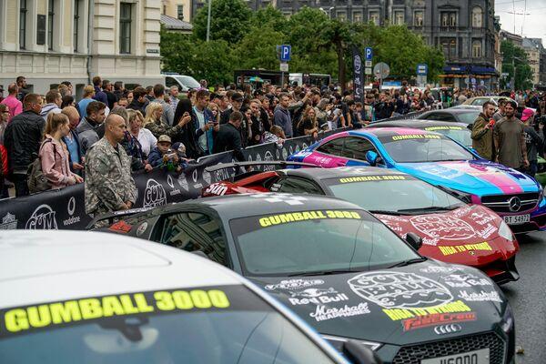 Rīgā gatavojas rallija Gumball 3000 startam - Sputnik Latvija
