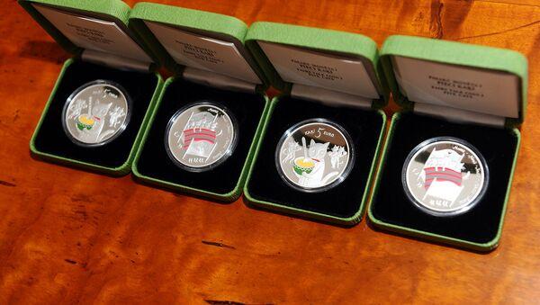 Латвийские коллекционные монеты 5 кошек - Sputnik Латвия