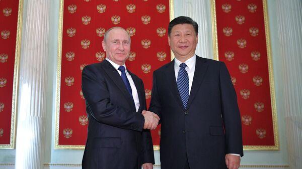 Президент РФ Владимир Путин и председатель Китайской Народной Республики Си Цзиньпин - Sputnik Latvija