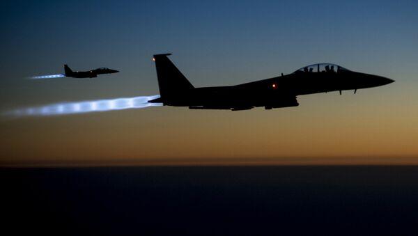 ASV koalīcijas Militāro gaisa spēku F-15E - Sputnik Latvija