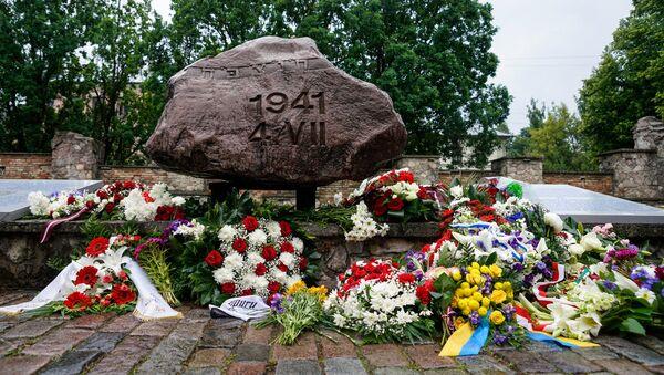 Памятный камень у мемориала Большой хоральной синагоги - Sputnik Latvija