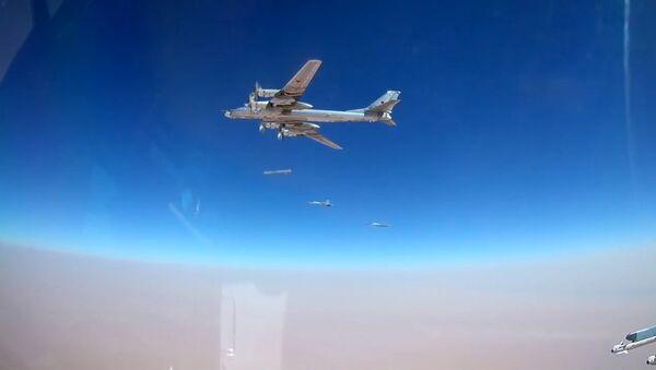 Кадры пуска крылатых ракет с бомбардировщиков Ту-95 - Sputnik Латвия