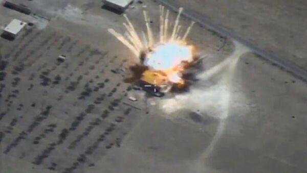 Крылатые ракеты ВКС уничтожили склады ИГ* в Сирии - Sputnik Латвия