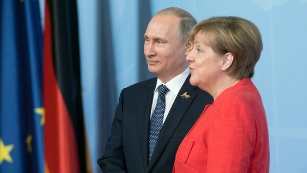 Президент РФ Владимир Путин и канцлер Германии Ангела Меркель - Sputnik Latvija