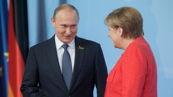 Президент РФ Владимир Путин и канцлер Германии Ангела Меркель - Sputnik Латвия