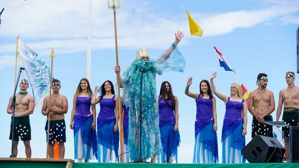 Традиционное появление Нептуна с русалочками на пляже Рои - Sputnik Латвия