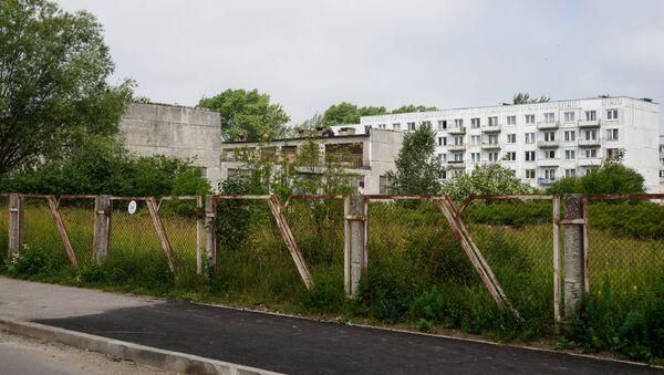 Заброшенное здание детского сада, в двух шагах от дома Вани - Sputnik Латвия