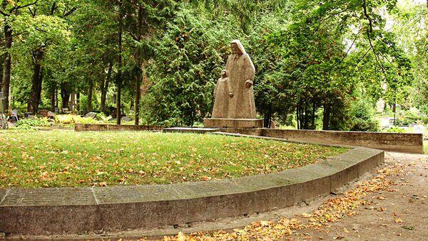 Советский воинский мемориал в городе Кулдига - Sputnik Латвия