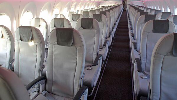 Салон самолета аirBaltic Bombardier CS300 в аэропорту Рига - Sputnik Latvija