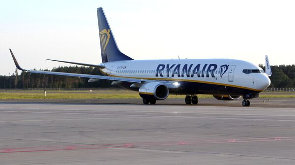 Самолет Ryanair в аэропорту Рига  - Sputnik Латвия