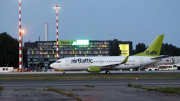 Самолет компании AirBaltic в аэропорту Рига - Sputnik Latvija