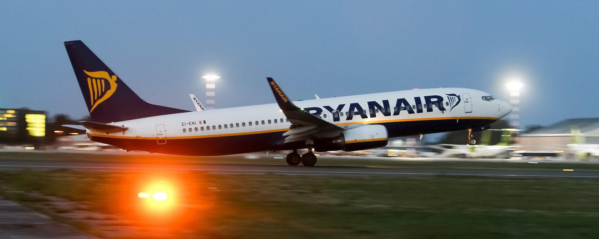 Самолет компании Ryanair взлетает из аэропорта Рига - Sputnik Латвия, 1920, 23.06.2021