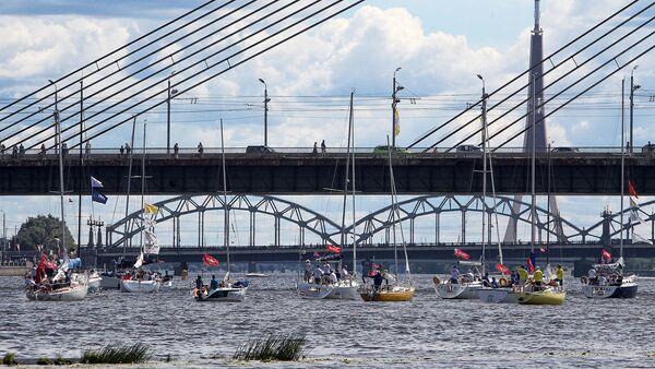 Даугава бурлит парусными лодками - Sputnik Латвия