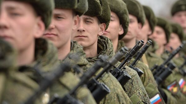 Солдаты российской армии в строю - Sputnik Latvija