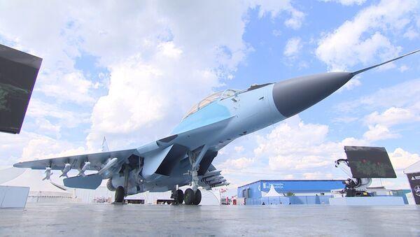 Labākais no labākajiem: SAKS 2017 laikā prezentēja iznīcinātāju MiG-35 - Sputnik Latvija