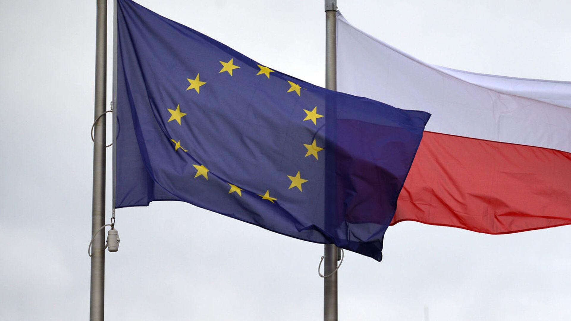 Флаги Евросоюза и Польши - Sputnik Latvija, 1920, 04.03.2021