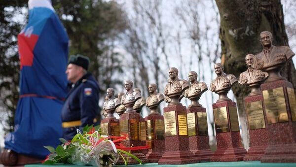 Открытие памятника погибшему в Сирии летчику Р.Хабибулину - Sputnik Латвия