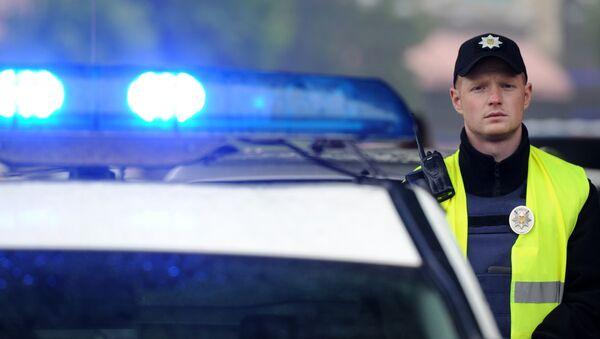 Сотрудник полиции на Украине - Sputnik Латвия