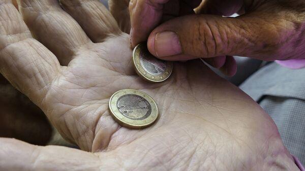 Пенсионеры, деньги - Sputnik Латвия