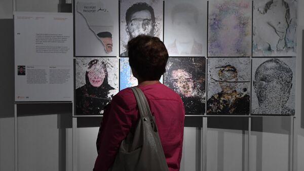 Открытие выставки победителей и призеров Международного конкурса фотожурналистики имени Андрея Стенина в Москве - Sputnik Латвия
