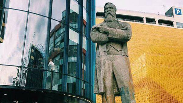 Памятник Энгельсу перевезут в Манчестер - Sputnik Латвия
