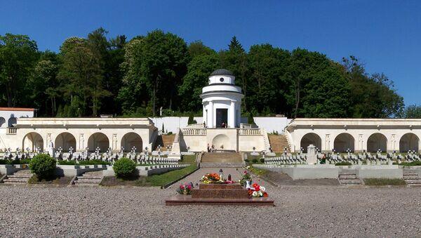 Часовня-ротонда на Лычаковском кладбище Львова - Sputnik Latvija