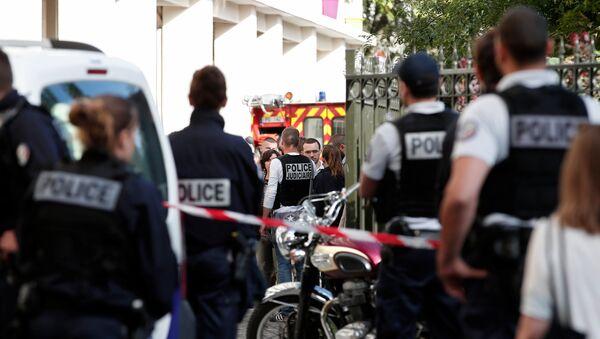 Parīzes priekšpilsētā automašīna ietriekusies karavīru grupā - Sputnik Latvija