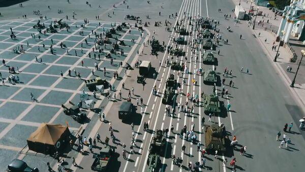 Военная техника времен Великой Отечественной на выставке в Петербурге - Sputnik Латвия
