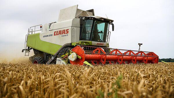 Уборка пшеницы - Sputnik Latvija