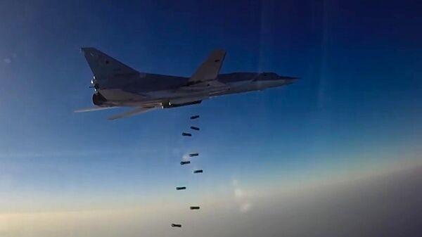 Нанесение авиаудара самолетами ТУ-22М3 по объектам террористов в Сирии - Sputnik Latvija