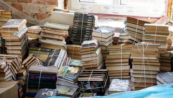 Книги из библиотеки Русского дома в Лиепаи - Sputnik Латвия