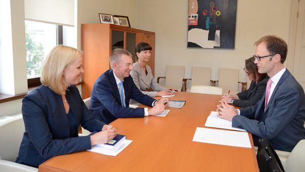 Эдгарс Ринкевичс принял нового посла Швейцарии Константина Оболенского - Sputnik Латвия