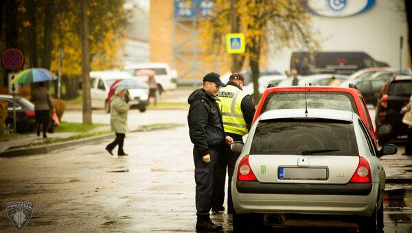 Проверка документов на дороге - Sputnik Латвия