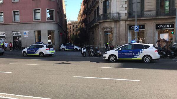 Полицейское оцепление на месте теракта в Барселоне, 17 августа 2017 - Sputnik Латвия
