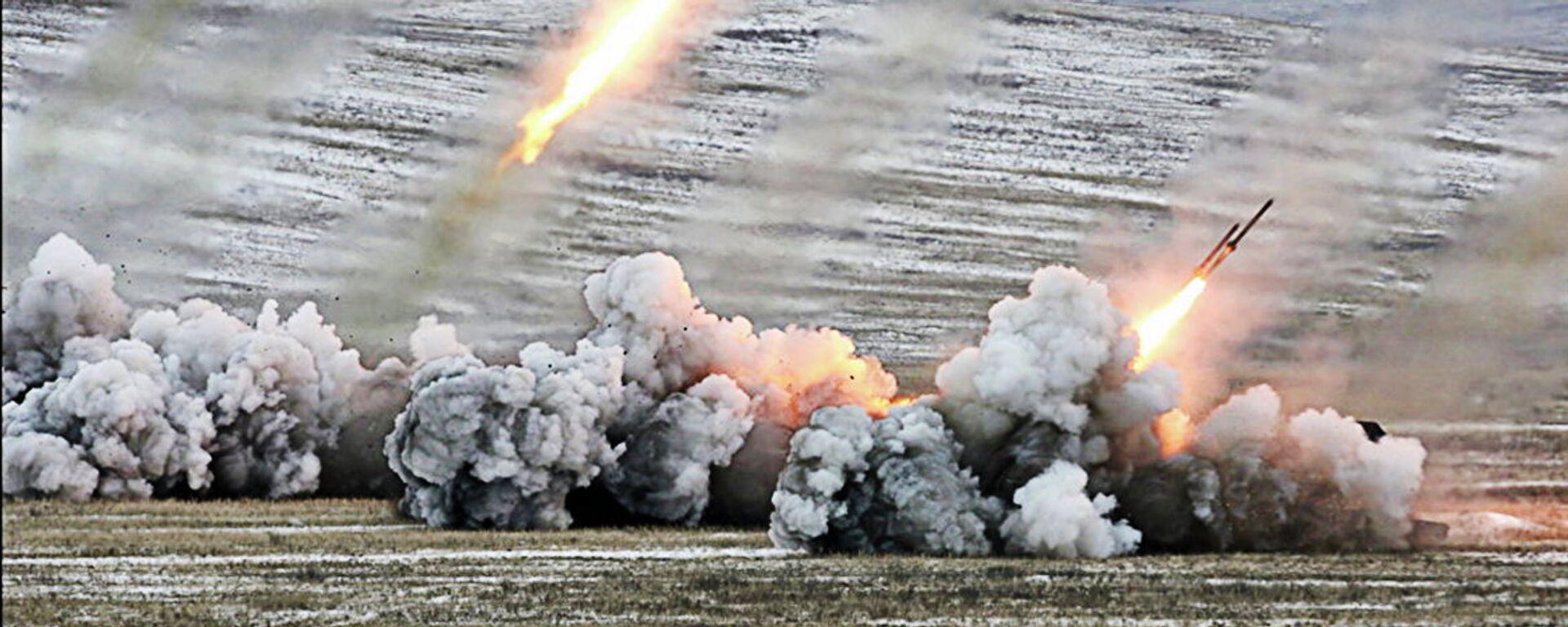 Стрельба из систем залпового огня ТОС-1А - Sputnik Latvija, 1920, 16.03.2021