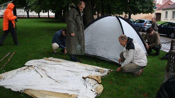 Bada streika akcijas dalībnieku teltis skvērā pie prezidenta pils - Sputnik Latvija